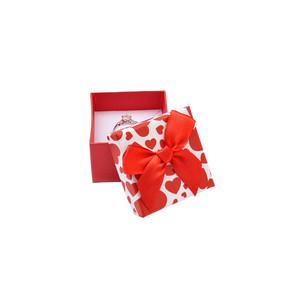Červená krabička s červenými srdéčky a mašličkou